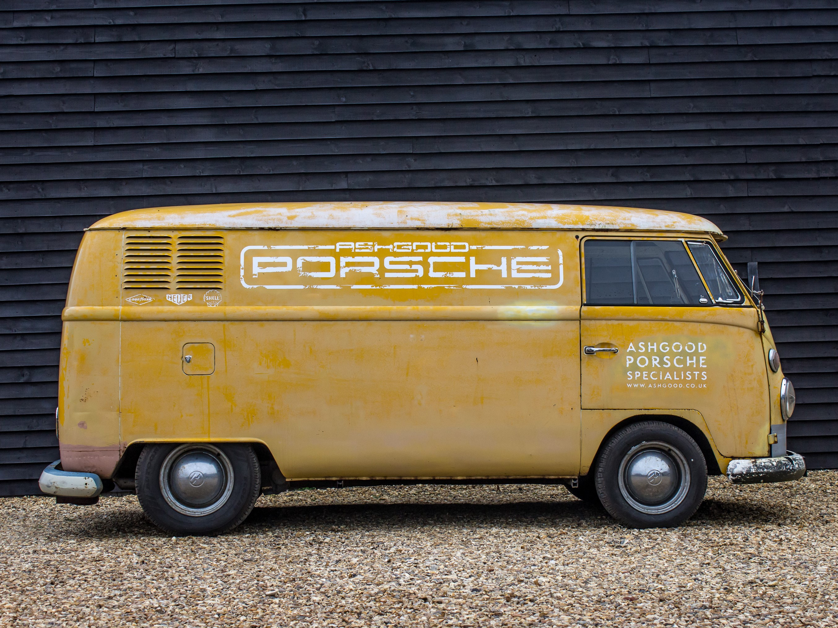 Ashgood Classic and Sportscars take delivery of their new / old delivery van.
